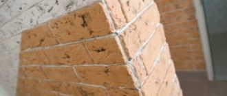 Чем покрывают декоративный камень из гипса после укладки